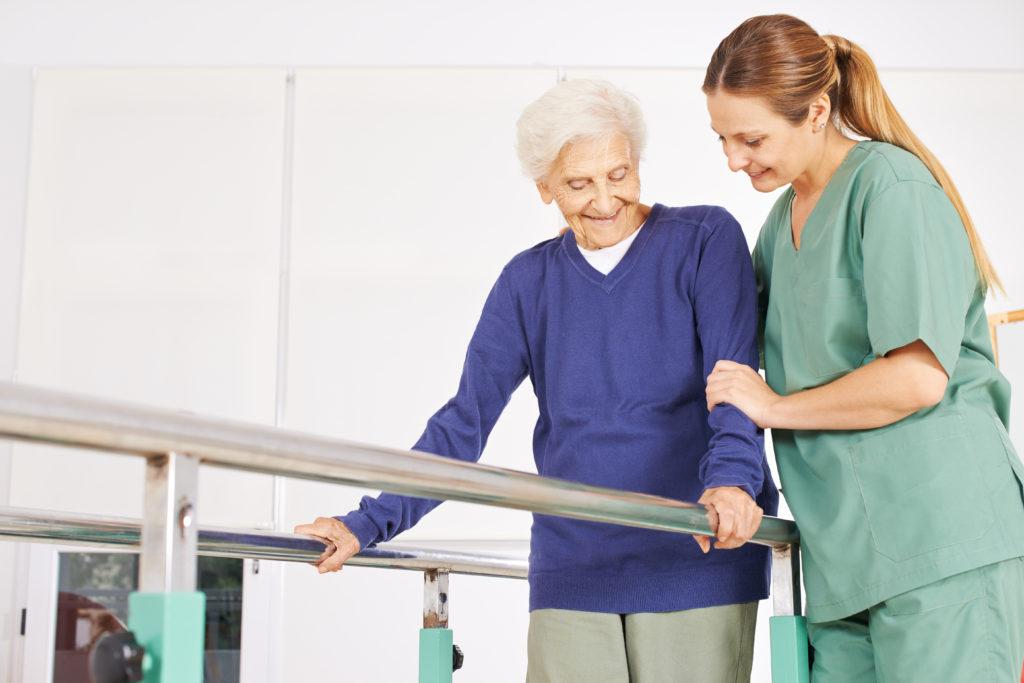 Dokter spesialis rehabilitasi medik akan membimbing pasien untuk rehabilitasi pasca stroke